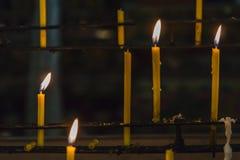 Candela in tempio Immagine Stock
