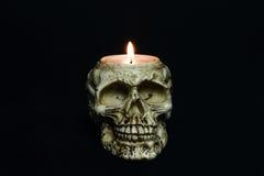 Candela terrificante del cranio su fondo nero - parte anteriore fotografia stock libera da diritti