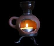 Candela in un candeliere ceramico Immagini Stock Libere da Diritti