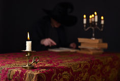 Candela in un piccolo candeliere Immagine Stock Libera da Diritti