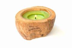 Candela verde nelle coperture della noce di cocco fotografia stock