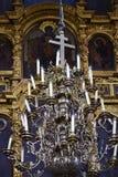 Candelabro bonito na igreja ortodoxa imagem de stock