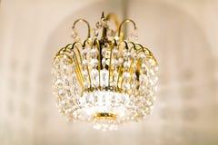 Candelabro de cristal dourado Imagens de Stock