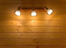Candelabro de parede em uma parede de madeira Fotografia de Stock Royalty Free