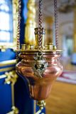 Candelabros para velas da igreja fotos de stock