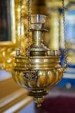 Candelabros para velas da igreja imagens de stock