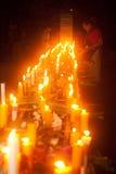 Candele in barca durante il festival di Loykratong nel Laos. Immagini Stock Libere da Diritti
