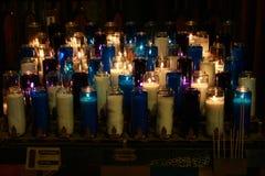Candele brucianti della chiesa Fotografia Stock Libera da Diritti