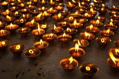 Candele Burning in tempiale buddista Fotografia Stock Libera da Diritti