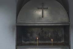 Candele Burning in una chiesa Fotografie Stock Libere da Diritti