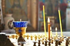 Candele in chiesa Immagini Stock