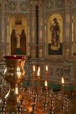 Candele in chiesa cristiana Immagini Stock Libere da Diritti