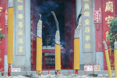 Candele cinesi di fuoco senza fiamma a Tam KungTemple fotografia stock