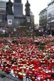 Candele davanti allo statuto di Wenceslas, Praga Fotografia Stock Libera da Diritti
