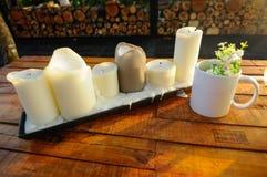 Candele decorative sul tavolino da salotto Fotografia Stock
