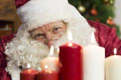 Candele del ` s del nuovo anno e di Santa Claus Fotografie Stock Libere da Diritti