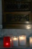 Candele dentro una chiesa, dettaglio di Lit Fotografia Stock