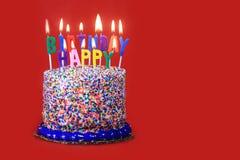 Candele di celebrazione di compleanno su fondo rosso Fotografia Stock