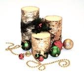 Candele di festa con gli ornamenti e le perle fotografia stock libera da diritti