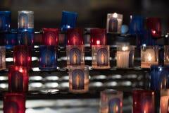 Candele di Lit in Bassilica Fotografia Stock Libera da Diritti