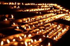 Candele di Lit sull'altare della nostra signora nella cattedrale a Zagabria Immagini Stock Libere da Diritti