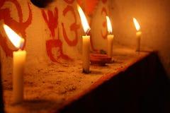 Candele di luce Fotografie Stock Libere da Diritti