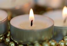 Candele di Natale con la decorazione dorata Immagine Stock Libera da Diritti