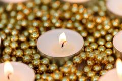 Candele di Natale con la decorazione dorata Fotografia Stock Libera da Diritti