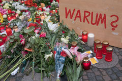 Candele e fiori al mercato di Natale a Berlino Immagini Stock Libere da Diritti
