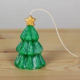 Candele fatte a mano verdi del ricordo sotto forma degli alberi di Natale Immagine Stock Libera da Diritti