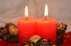 Candele rosse - decorazione del ` s del nuovo anno e di Natale Immagine Stock