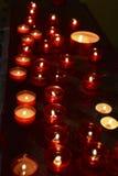 Candele rosse nello scuro Fotografie Stock Libere da Diritti