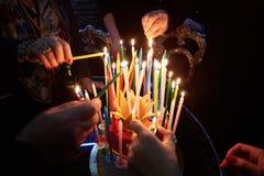 Candele stupefacenti ardenti di compleanno Buon compleanno fotografie stock