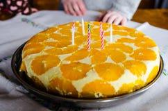 Candele su una torta di compleanno Immagini Stock Libere da Diritti