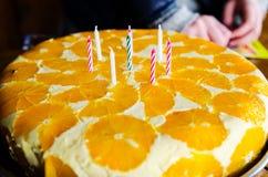 Candele su una torta di compleanno Fotografia Stock Libera da Diritti