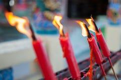 Candele tailandesi della chiesa Immagini Stock