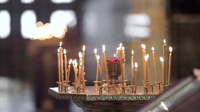 Candele in una chiesa stock footage