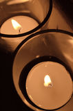2 candele votive leggere del tè nella vista sopraelevata del vetro trasparente Immagini Stock Libere da Diritti