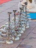 Candeleros rituales hindúes en Varanasi, la India Fotografía de archivo