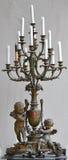 Candeliere antico con una decorazione di angolo del cupido. Fotografia Stock Libera da Diritti