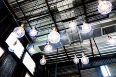 Candeliere blu futuristico delle palle di illuminazione di energia fotografia stock libera da diritti