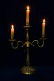 Candeliere con tre candele brucianti Immagine Stock