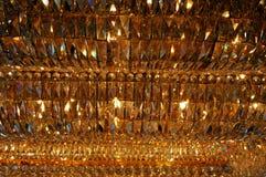 Candeliere a cristallo con luce calda Immagine Stock Libera da Diritti