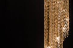 Candeliere a cristallo sui precedenti neri Immagini Stock Libere da Diritti