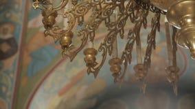Candeliere dorato nella chiesa stock footage