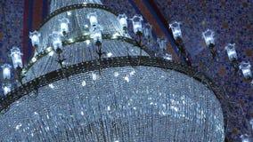 Candeliere moderno di cristallo in fortificazione video d archivio