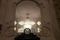 Candeliere nel corridoio Fotografia Stock