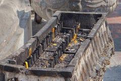 Candeliere in tempio buddista immagini stock