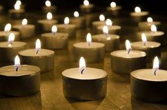 Candels que quema en la noche Imagen de archivo libre de regalías