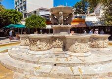 CANDIA, GRECIA - 3 AGOSTO 2012: Turisti che camminano vicino a Veneti Immagini Stock